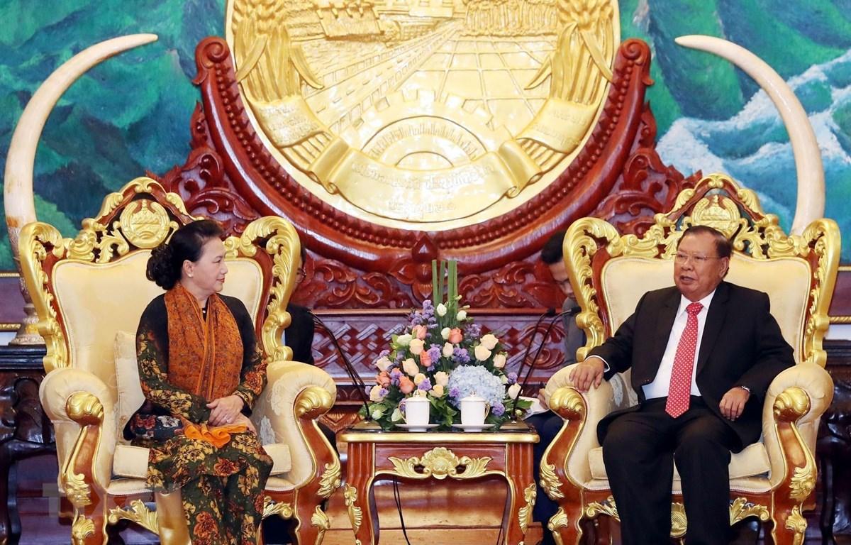 Chủ tịch Quốc hội Nguyễn Thị Kim Ngân hội kiến Tổng Bí thư, Chủ tịch nước Lào Bounnhang Vorachith. (Ảnh: Trọng Đức/TTXVN)