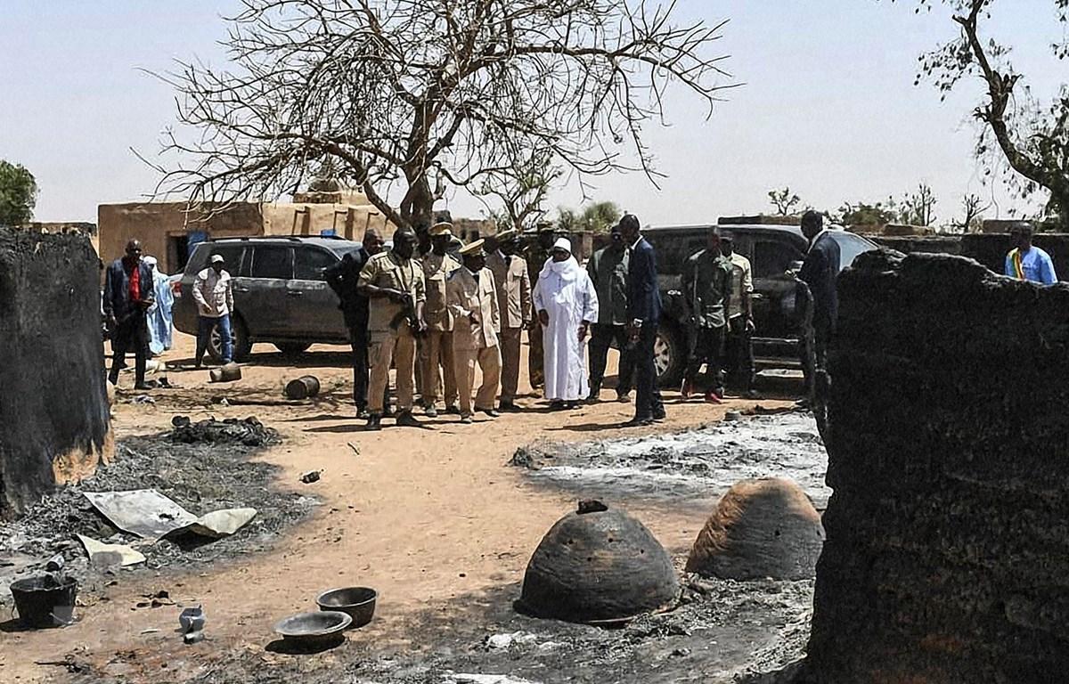 Trong ảnh (tư liệu): Hiện trường một vụ tấn công tại làng Ogassogou, gần Mopti, Mali, ngày 25/3/2019. (Nguồn: AFP/TTXVN)