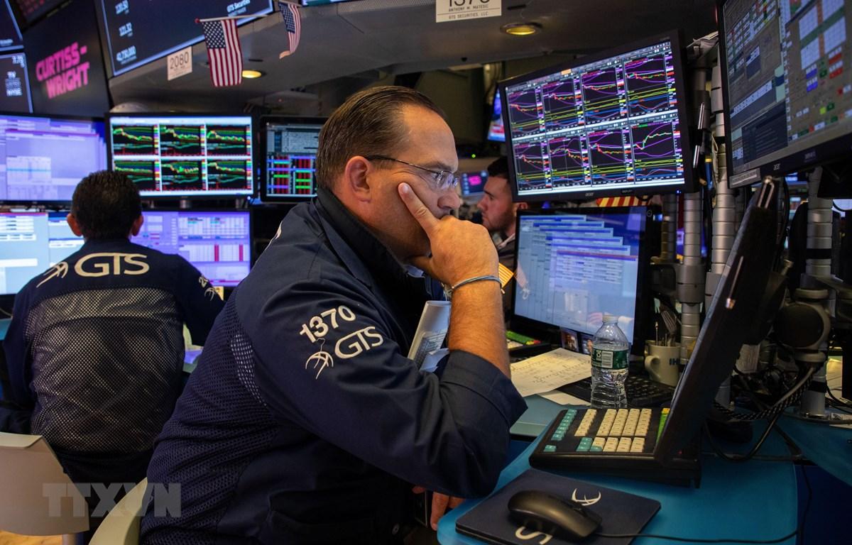 Giao dịch viên làm việc tại sàn giao dịch chứng khoán New York, Mỹ ngày 23/8/2019. (Nguồn: THX/TTXVN)