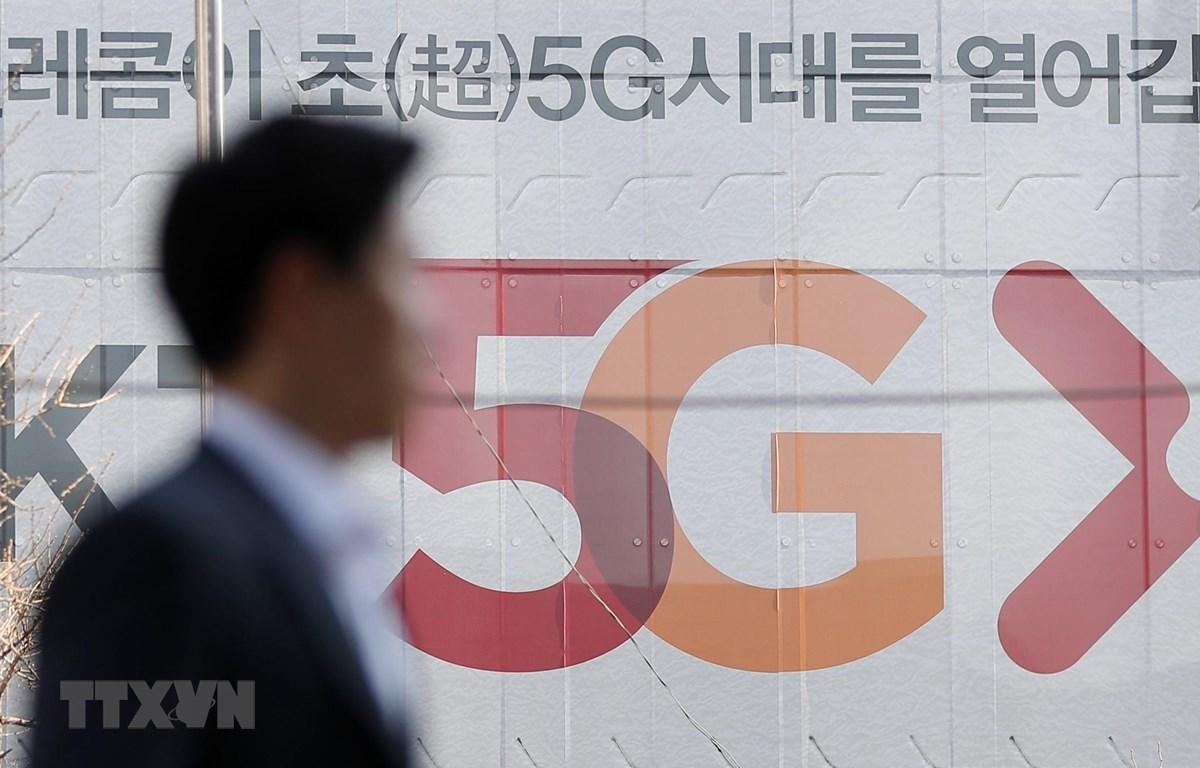 Bảng quảng cáo dịch vụ 5G tại trụ sở của nhà mạng di động SK Telecom ở thủ đô Seoul, Hàn Quốc, ngày 4/4/2019. (Nguồn: Yonhap/TTXVN)