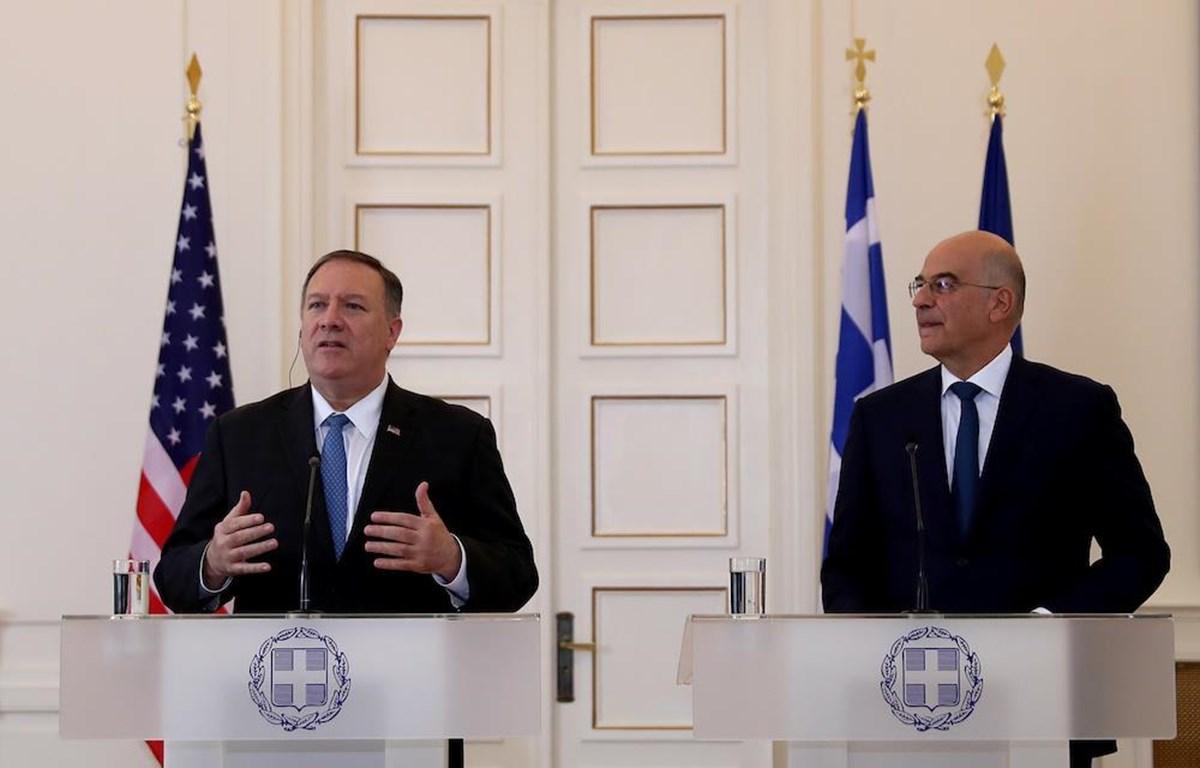 Ngoại trưởng Mỹ Mike Pompeo (trái) đang có chuyến thăm Hy Lạp, đề cao vai trò của nước này đối với ổn định tại khu vực. (Nguồn: theworldnews)