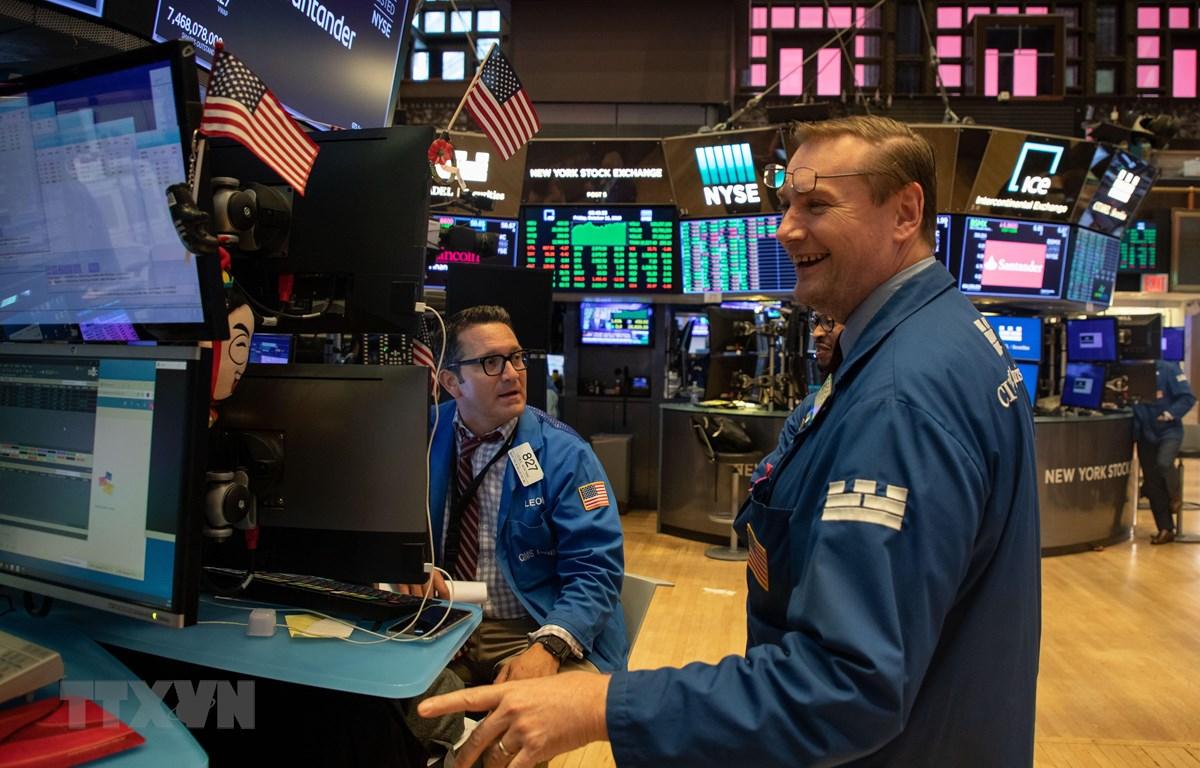 Các giao dịch viên tại Sàn giao dịch chứng khoán New York, Mỹ, ngày 11/10. (Nguồn: THX/TTXVN)
