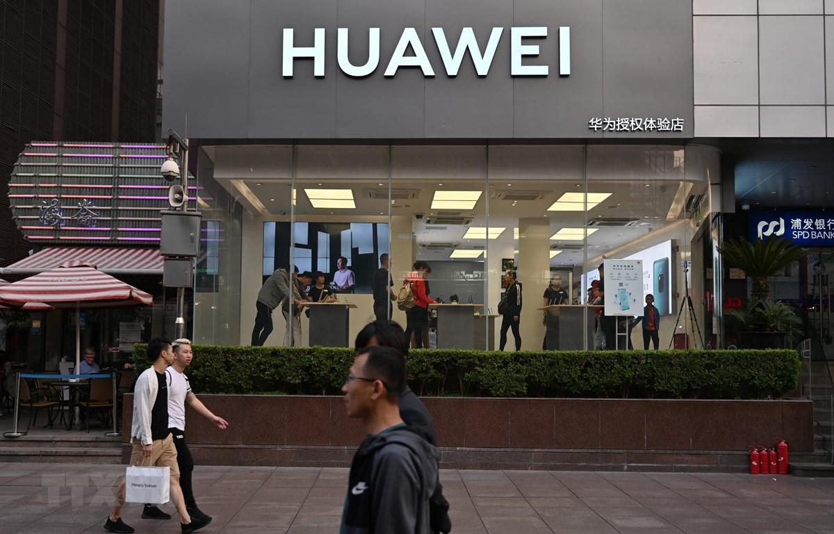 Một cửa hàng của Huawei tại Thượng Hải, Trung Quốc. (Nguồn: AFP/TTXVN)
