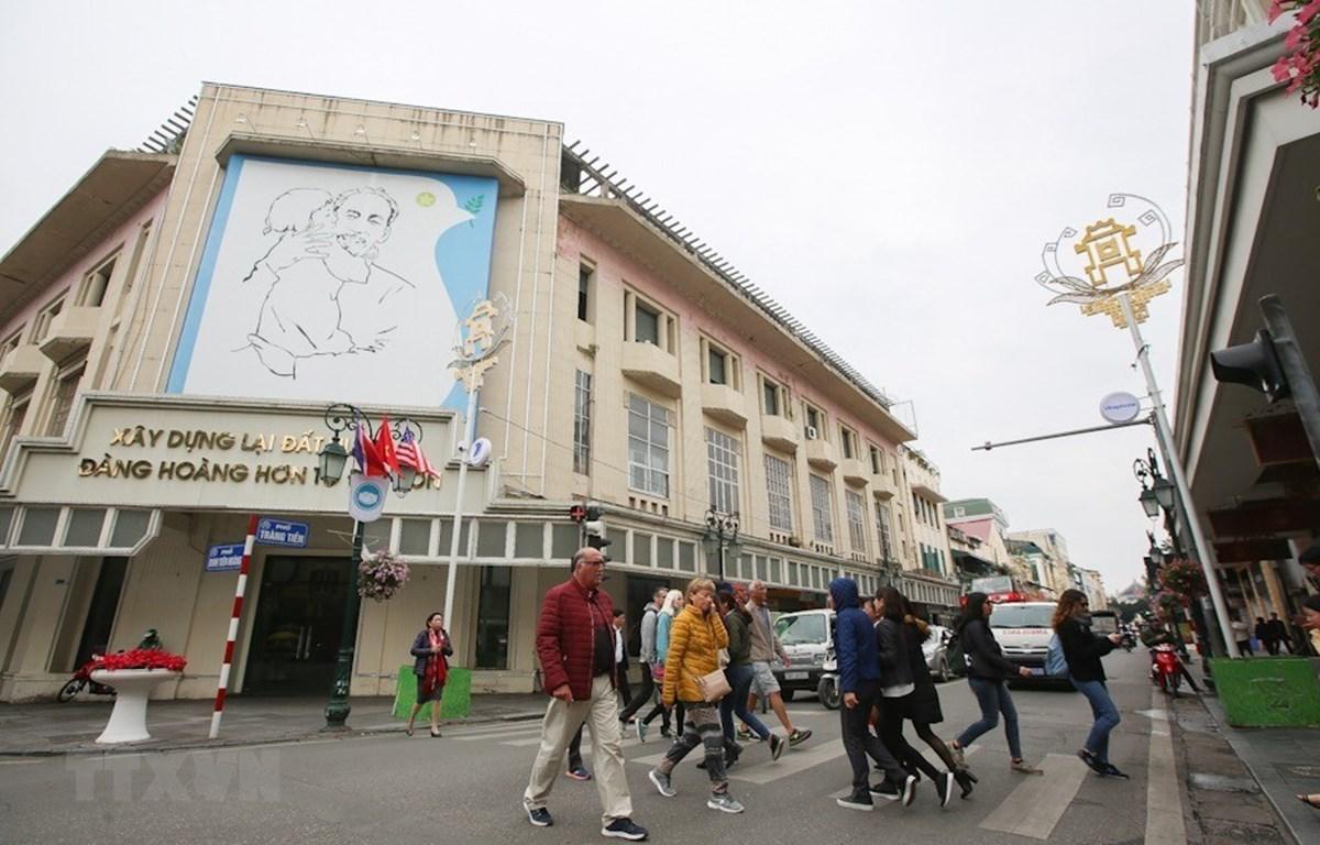 Hà Nội đang dần trở thành một thành phố năng động và hiện đại trong mắt du khách quốc tế. (Ảnh: Trọng Đạt/TTXVN)
