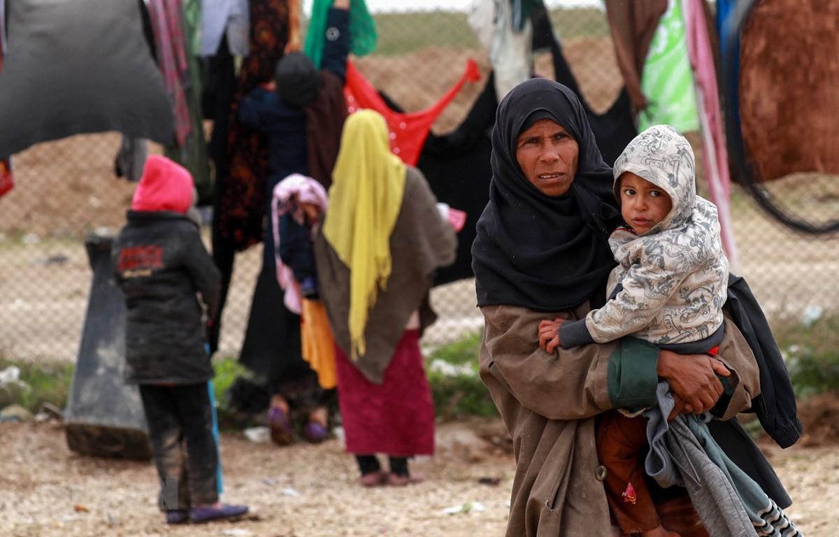 Người dân Syria tại trại tị nạn al-Hol ở al-Hasakeh, miền bắc Syria, ngày 8/12/2018. (Ảnh: AFP/ TTXVN)