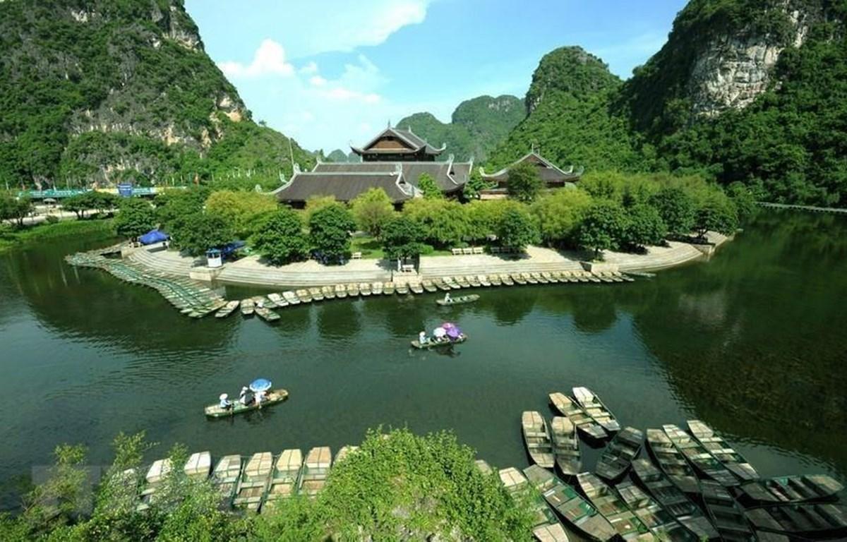 Chùa Bái Đính thuộc Khu du lịch sinh thái Tràng An, là một quần thể chùa lớn có diện tích 539ha bao gồm các khu vực như: Công viên văn hóa và học viện Phật giáo, khu đón tiếp và công viên cảnh quan, đường giao thông, khu hồ Đàm Thị, hồ phóng sinh và nhiều