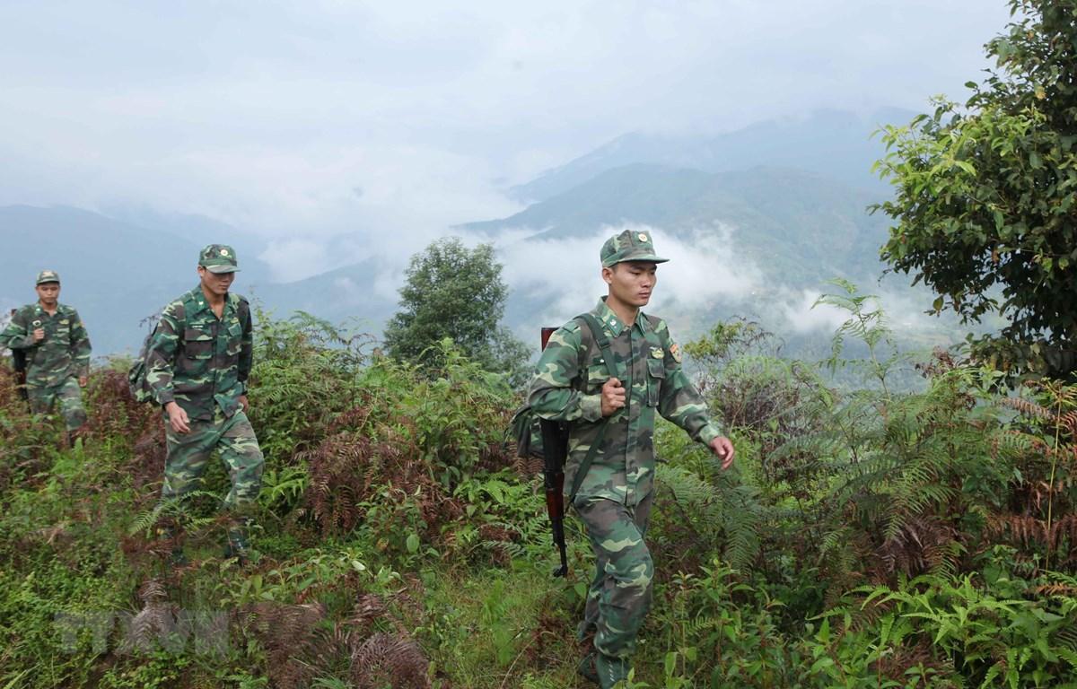Cán bộ chiến sỹ Bộ đội Biên phòng đồn Pa Tần tăng cường tuần tra kiểm soát phòng chống tội phạm về ma túy trên địa bàn xã Pa Tần, huyện Sìn Hồ, Lai Châu. (Ảnh minh họa: Quý Trung/TTXVN)