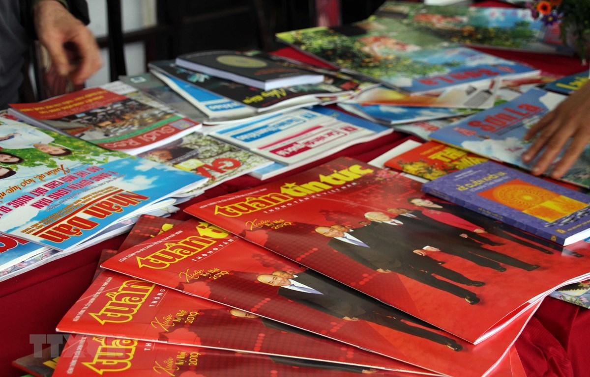 Các ấn phẩm trưng bày tại Hội báo Xuân Kỷ Hợi 2019 tại Sơn La. (Ảnh: Diệp Anh/TTXVN)