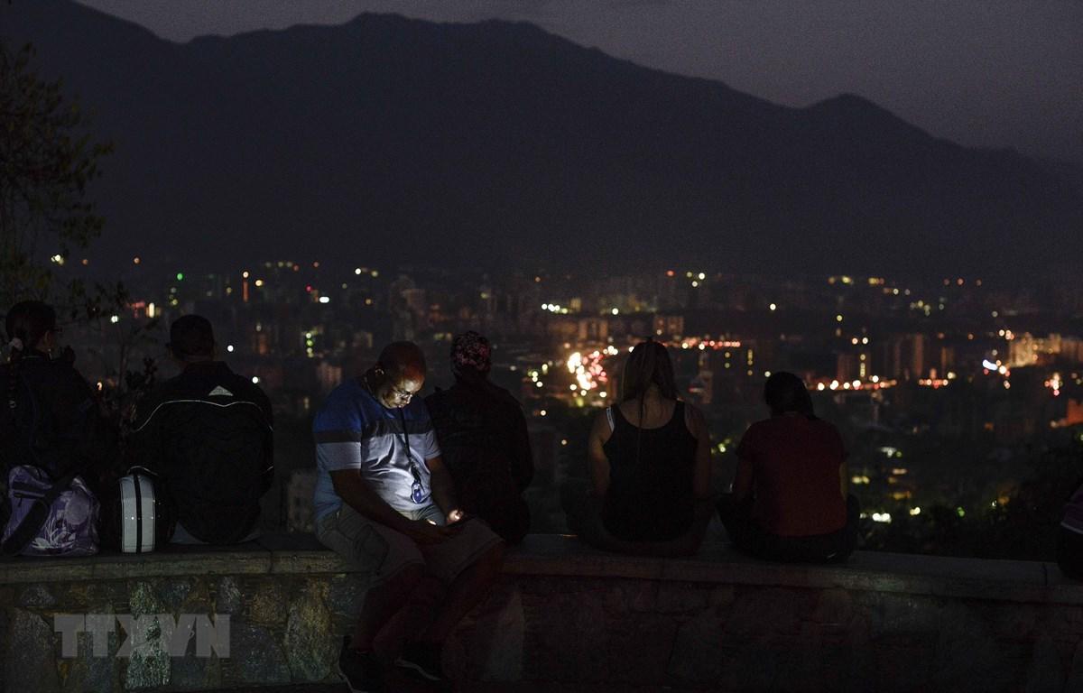 Cảnh mất điện tại Caracas, Venezuela, ngày 9/3/2019. (Ảnh: AFP/ TTXVN)