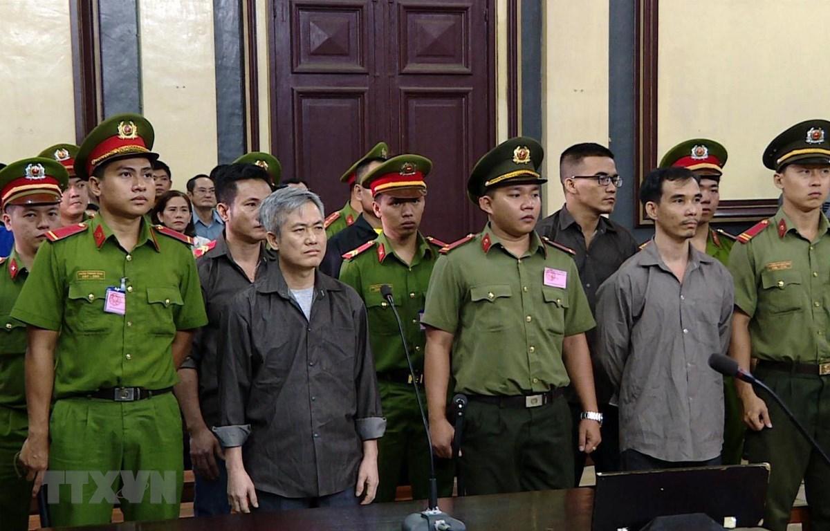 Các bị cáo tại phiên tòa ngày 5/10. (Ảnh: Thành Chung/TTXVN)
