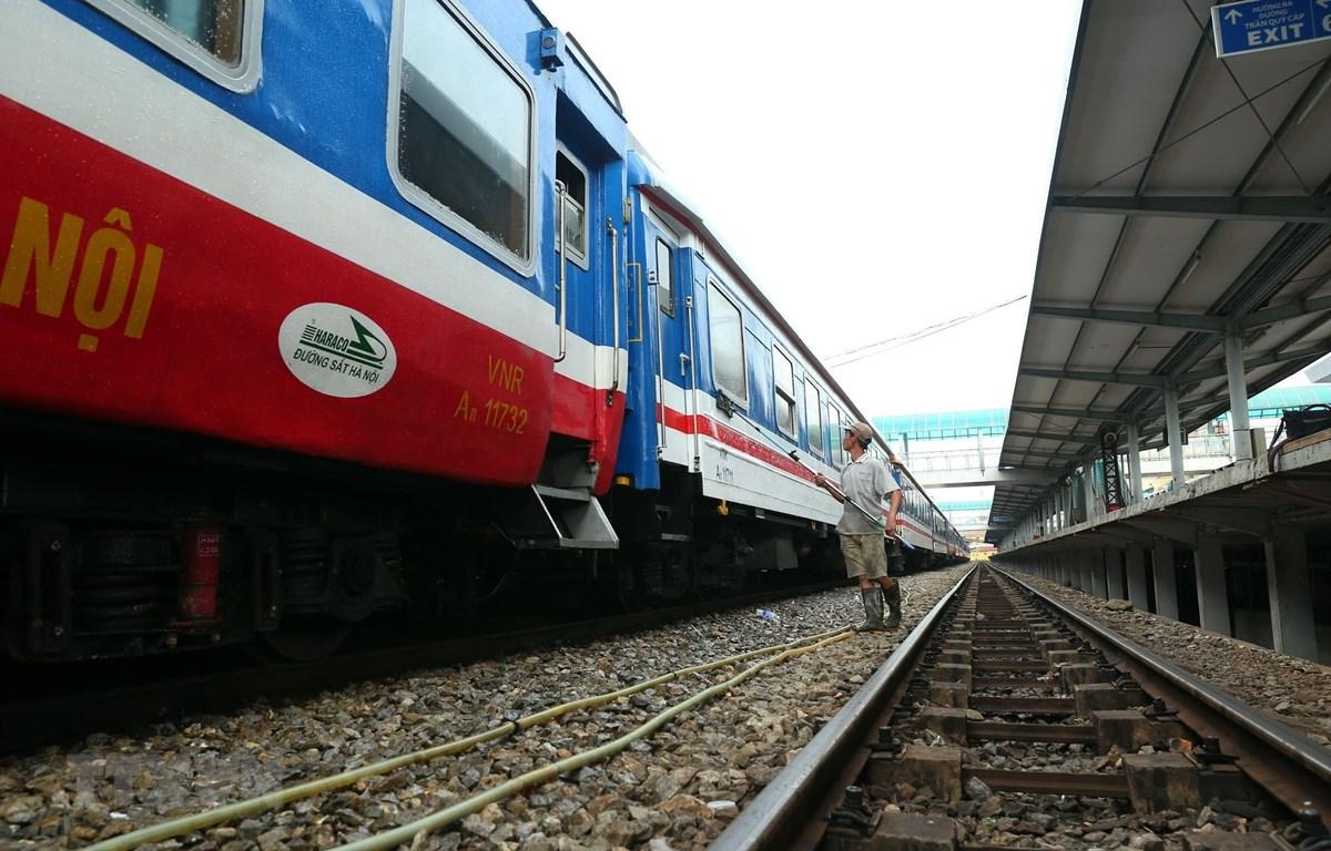 Đường sắt Hà Nội đã lập kế hoạch chạy thêm 43 chuyến tàu trên các tuyến khu vực phía Bắc. (Ảnh: Huy Hùng/TTXVN)