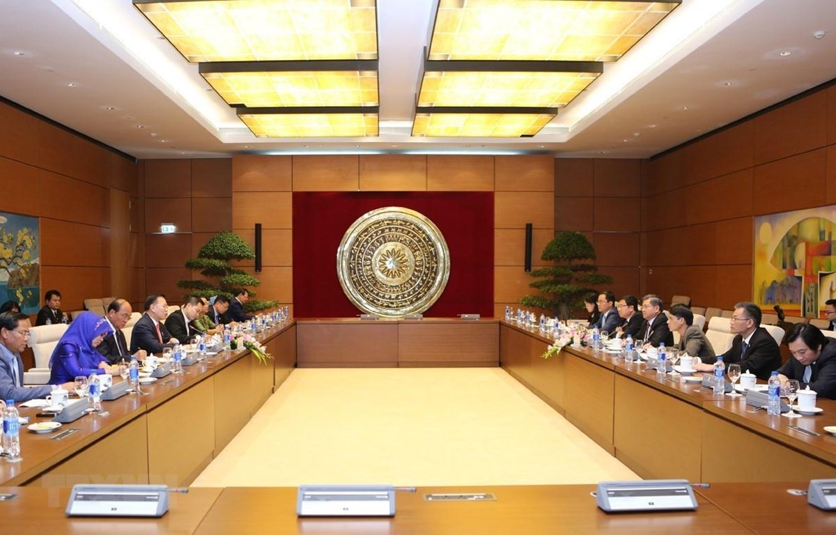 Ủy ban Đối ngoại của Quốc hội làm việc với Đoàn Ủy ban Đối ngoại, Hợp tác Quốc tế, Thông tin và Truyền thông Quốc hội Campuchia. (Ảnh: Dương Giang/TTXVN)