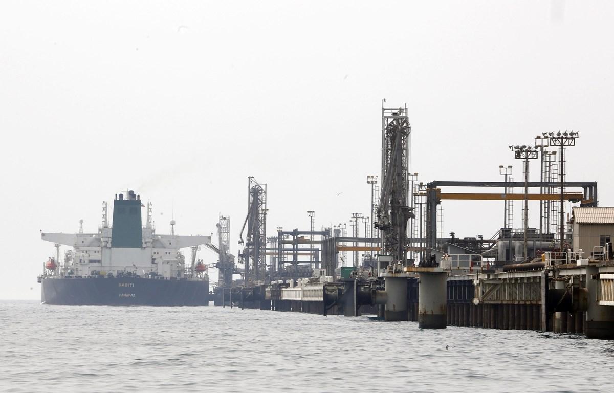 Một cơ sở sản xuất dầu mỏ thuộc đảo Khark của Iran ở ngoài khơi vùng Vịnh. (Ảnh: AFP/TTXVN)