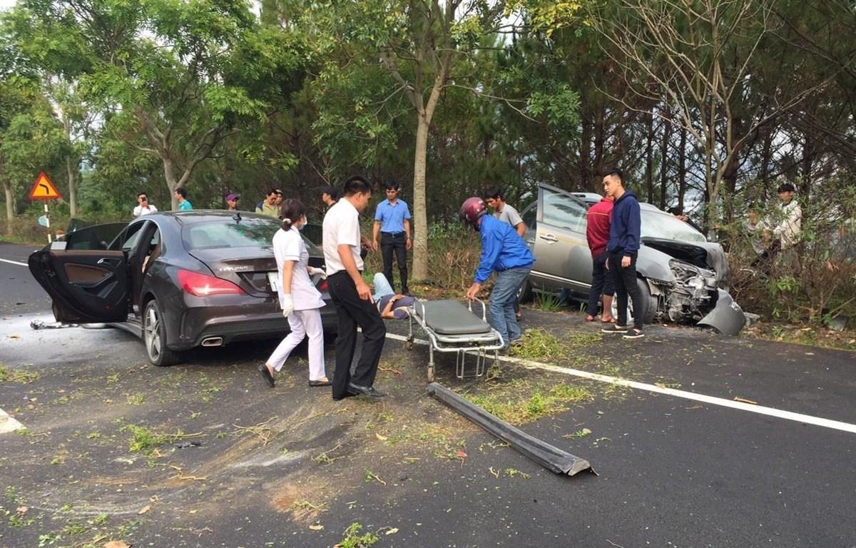 Hiện trường vụ tai nạn giao thông trên cao tốc Liên Khương-Đà Lạt chiều 22/3. (Ảnh: Nguyễn Dũng/TTXVN)