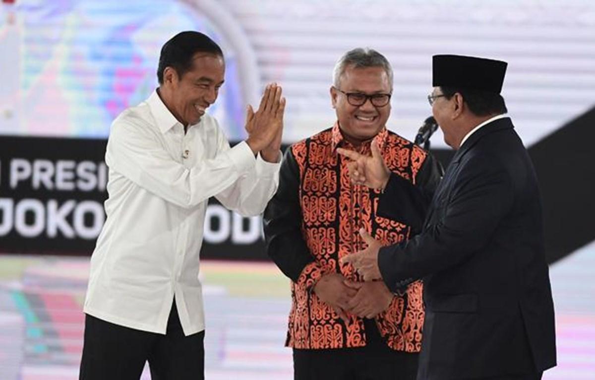 Tổng thống đương nhiệm Joko Widodo và ứng viên Prabowo Subianto. (Nguồn: tempo.co)