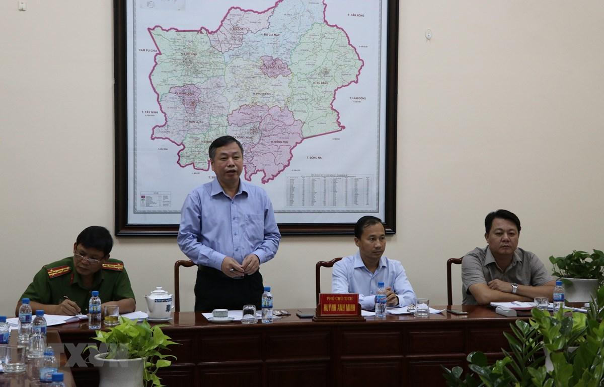 Phó Chủ tịch UBND tỉnh Bình Phước Huỳnh Anh Minh phát biểu tại buổi đối thoại. (Ảnh: Dương Chí Tưởng/TTXVN)