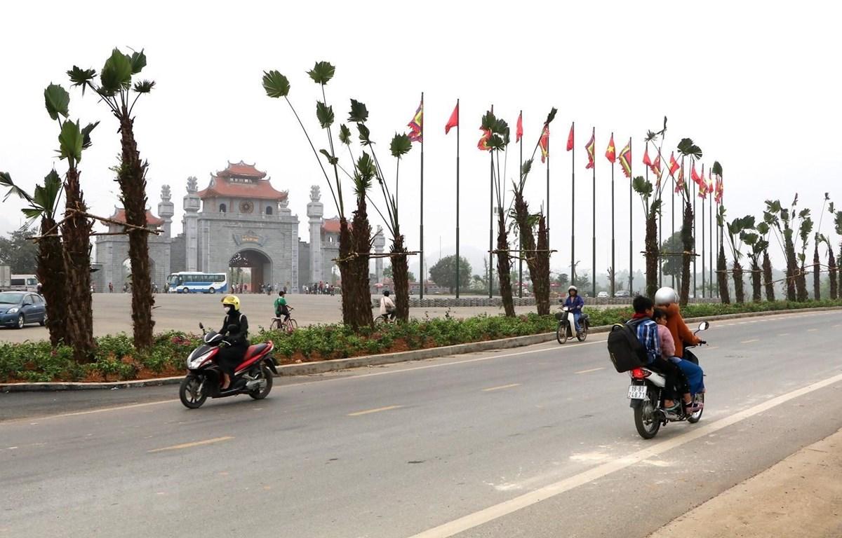 Khu vực trước cổng chính của khu dic tích được cải tạo, trồng thêm nhiều cây xanh. (Ảnh: Trung Kiên/TTXVN)