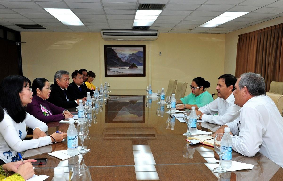 Buổi làm việc giữa Đoàn đại biểu TP Hồ Chí Minh với lãnh đạo Ban Quan hệ quốc tế, Trung ương Đảng Cộng sản Cuba. (Ảnh: Lê Hà/TTXVN)
