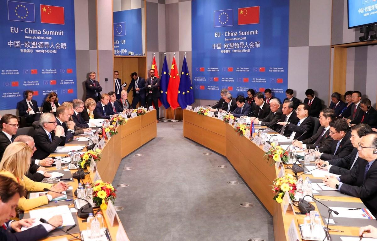 Chủ tịch Ủy ban châu Âu Jean-Claude Juncker (thứ 2, trái), Chủ tịch Hội đồng châu Âu Donald Tusk (thứ 3, trái) và Thủ tướng Trung Quốc Lý Khắc Cường (thứ 5, phải) tại Hội nghị các nhà lãnh đạo EU-Trung Quốc ở Brussels, Bỉ ngày 9/4/2019. (Ảnh: THX/TTXVN)