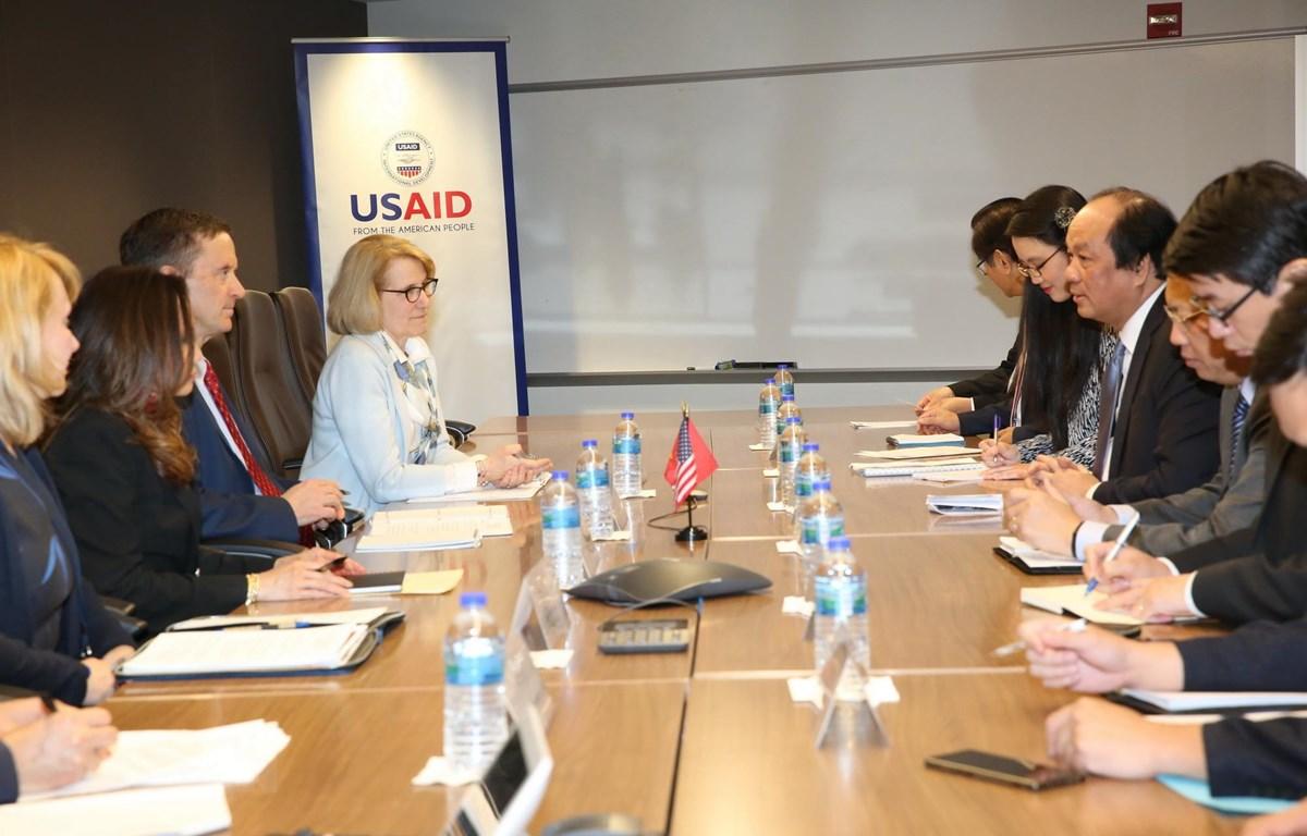 Bộ trưởng, Chủ nhiệm Văn phòng Chính phủ Mai Tiến Dũng và Đoàn công tác của Văn phòng Chính phủ làm việc với Cơ quan Phát triển quốc tế Hoa Kỳ (USAID). (Ảnh: Đặng Huyền/TTXVN)