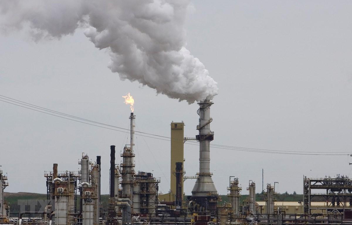 Một cơ sở khai thác dầu tại Fort McMurray, Canada. (Ảnh: AFP/ TTXVN)