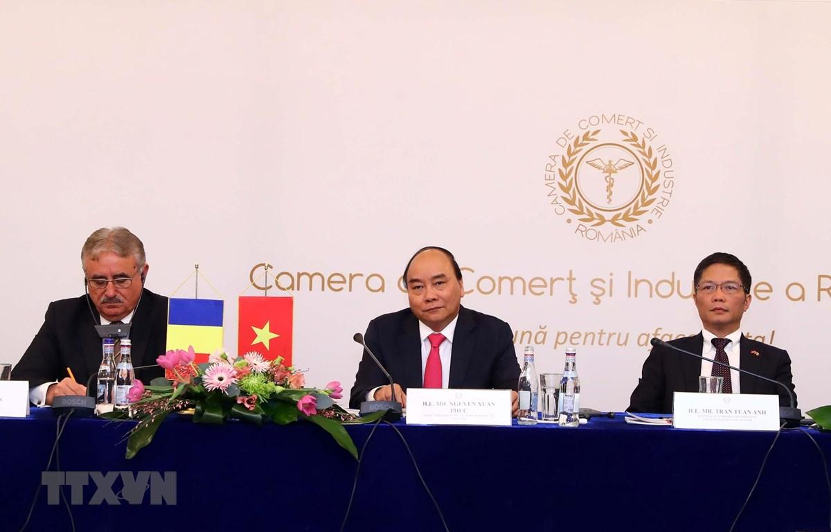 Thủ tướng Nguyễn Xuân Phúc và Đoàn Cấp cao Việt Nam chủ trì Diễn đàn doanh nghiệp Việt Nam-Romania. (Ảnh: Thống Nhất/TTXVN)