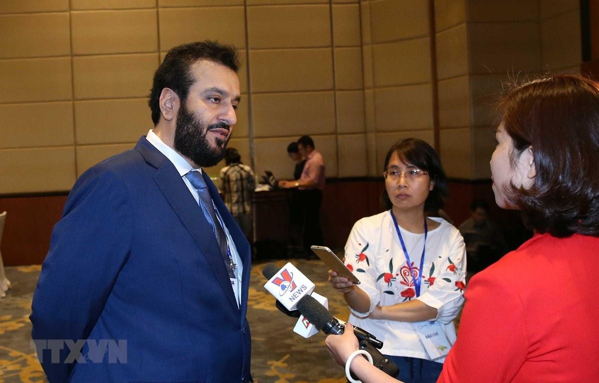 Ông Mohamed Alrayssi, Giám đốc điều hành Cơ quan Tin tức Các Tiểu Vương quốc Arab Thống Nhất (UAE) trả lời phỏng vấn của phóng viên Truyền hình Thông tấn. (Ảnh: Văn Điệp/TTXVN)