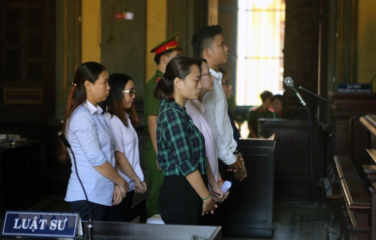 Các bị cáo nguyên là cán bộ, nhân viên Eximbank chi nhánh Thành phố Hồ Chí Minh tại phiên tòa ngày 22/1/2018. (Ảnh: Thành Chung/TTXVN)