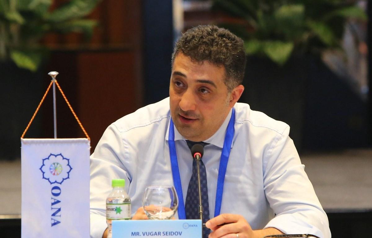 Tổng thư ký OANA, ông Vugar Seidov phát biểu tại cuộc họp. (Ảnh: Thành Đạt/TTXVN)
