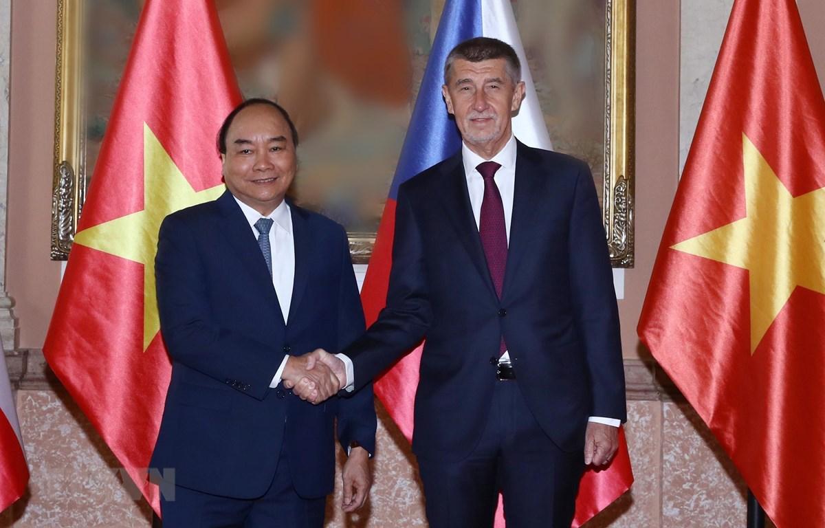 Thủ tướng Nguyễn Xuân Phúc và Thủ tướng Cộng hoà Séc Andrej Babis. (Ảnh: Thống Nhất/TTXVN)