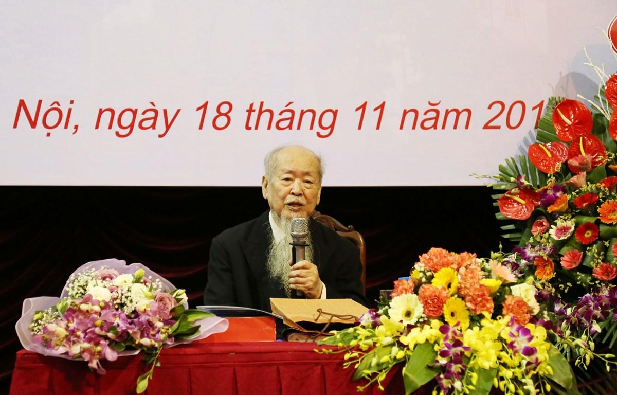 Cố Giáo sư-Nhà giáo Nhân dân Phan Hữu Dật tại lễ mừng thọ tuổi 90 được tổ chức tại giảng đường Lê Thánh Tông (11/2018). (Nguồn: ussh.vnu.edu.vn)