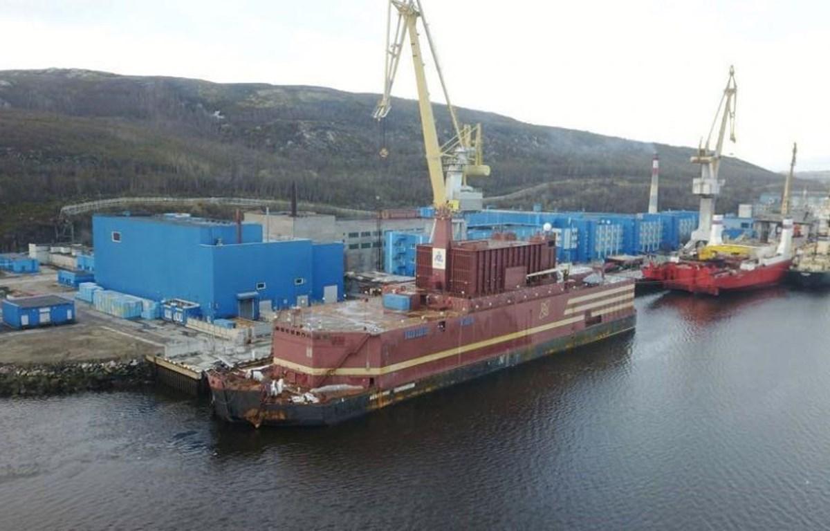 Nhà máy điện hạt nhân nổi Akademik Lomonosov. (Nguồn: The Independent Barents Observer)