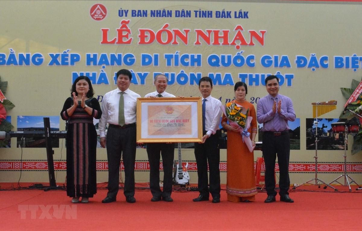 Tỉnh Đắk Lắk đón nhận Bằng xếp hạng Di tích Quốc gia đặc biệt Nhà đày Buôn Ma Thuột. (Ảnh: Tuấn Anh/TTXVN)