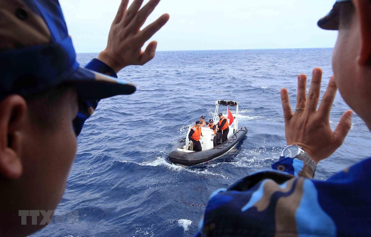 Lực lượng Cảnh sát biển Việt Nam và Trung Quốc bắt đầu chuyến kiểm tra liên hợp nghề cá năm 2019. (Ảnh: An Đăng/TTXVN)