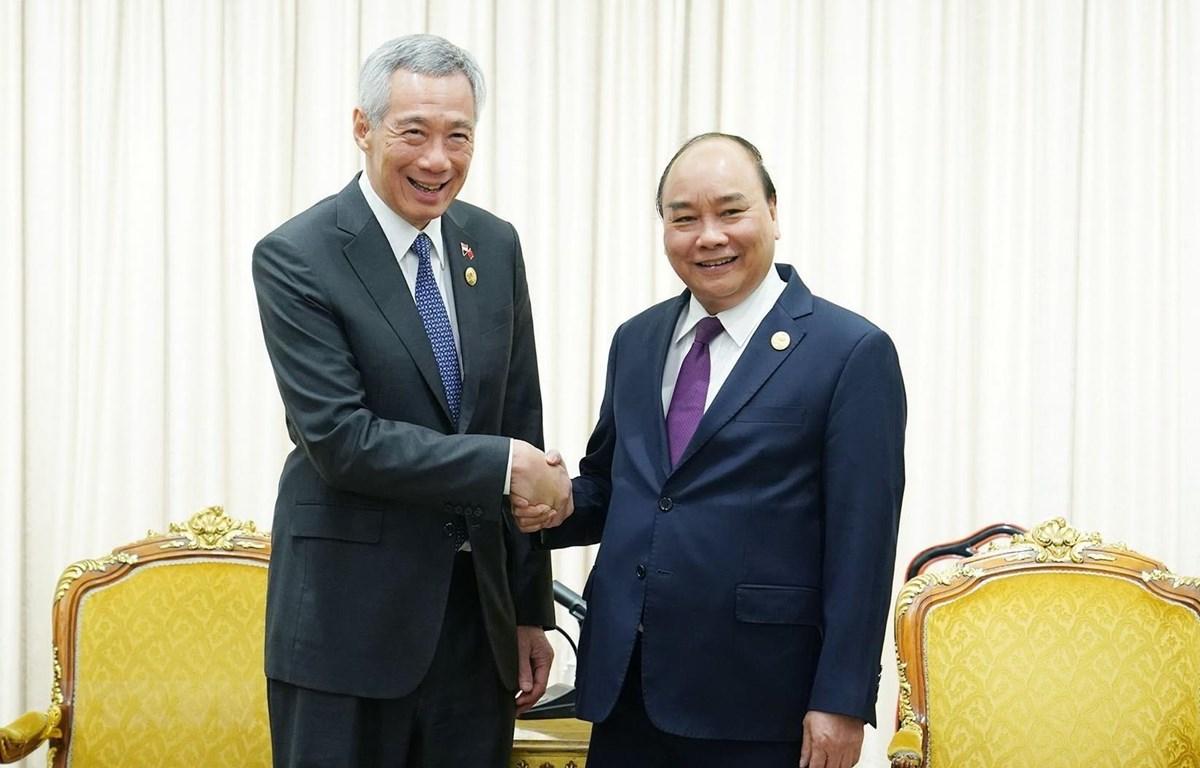 Thủ tướng Nguyễn Xuân Phúc hội kiến Thủ tướng Singapore Lý Hiển Long. (Ảnh: Thống Nhất/TTXVN)