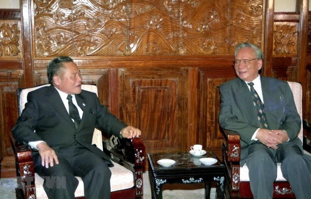 Chủ tịch nước Lê Đức Anh tiếp Thủ tướng Vương quốc Thái Lan Banharn Silpa-archa, chiều 1/10/1995, tại Hà Nội. (Ảnh: Minh Ðạo/TTXVN)