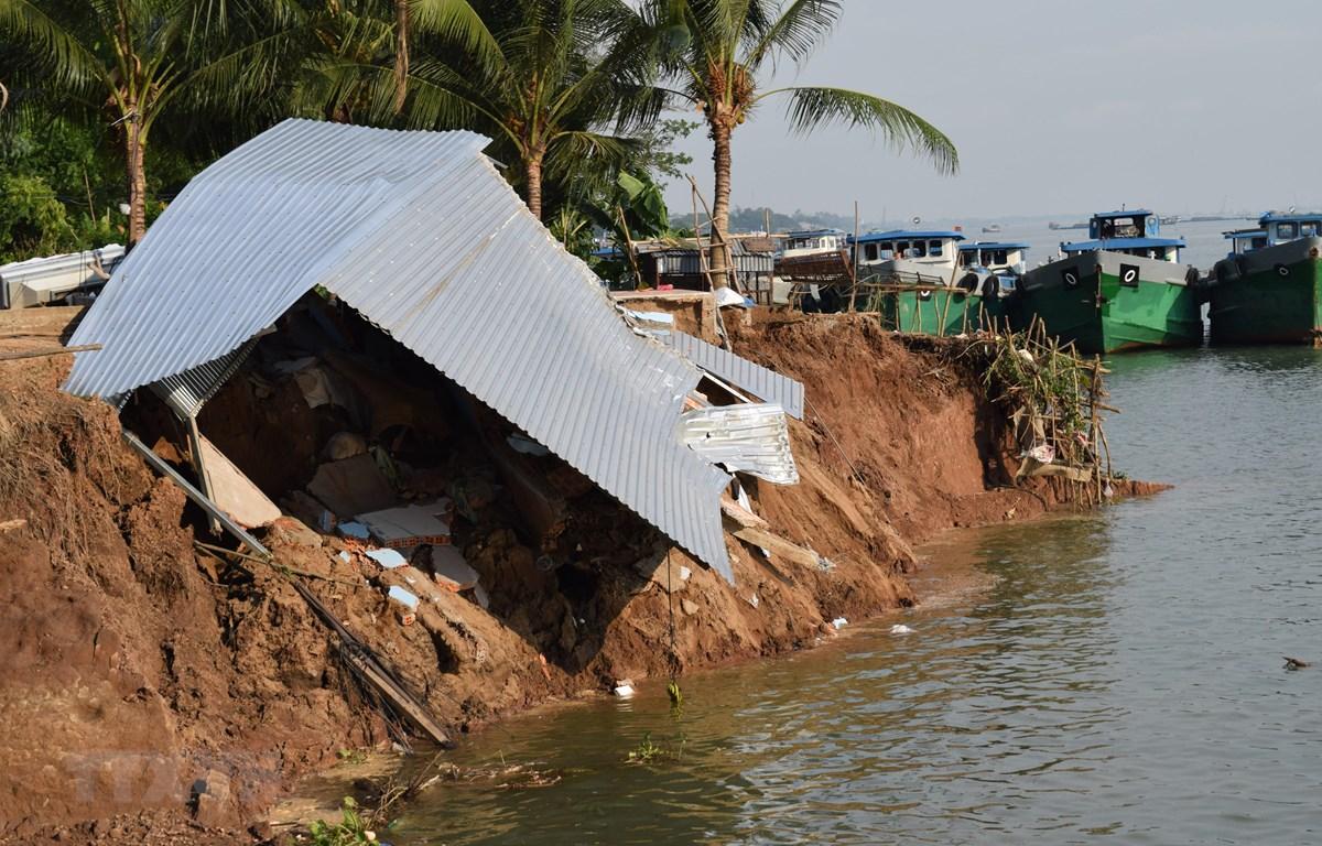 Hiện trường 1/2 căn nhà cấp 4 bị đổ sập. (Ảnh: Chương Đài/TTXVN)