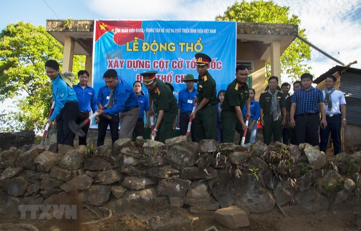Lễ động thổ xây dựng Cột cờ Tổ quốc đảo Thổ Chu. (Ảnh: Hồng Đạt/TTXVN)