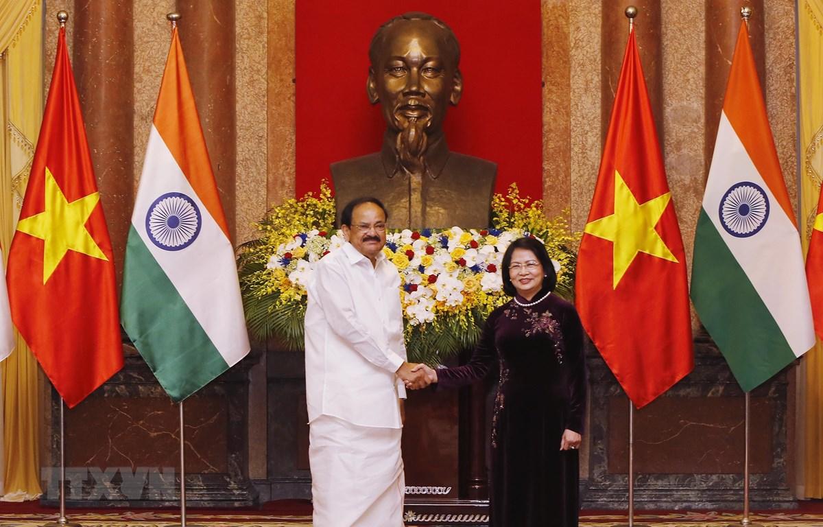Phó Chủ tịch nước Đặng Thị Ngọc Thịnh với Phó Tổng thống Ấn Độ Venkaiah Naidu. (Ảnh: Lâm Khánh/TTXVN)