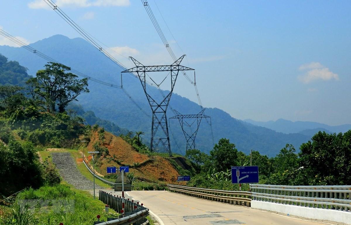 Đường dây 500kV đi qua địa bàn tỉnh Quảng Nam. (Ảnh: Ngọc Hà/TTXVN)