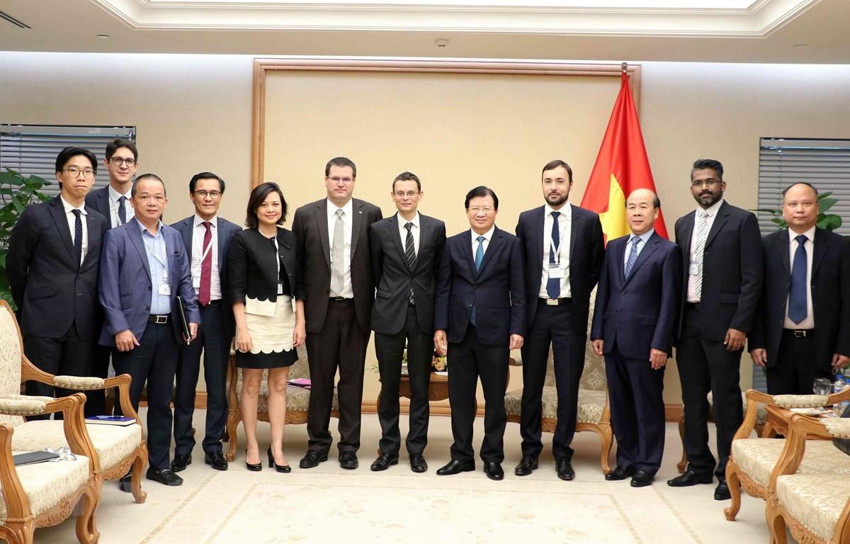 Phó Thủ tướng Trịnh Đình Dũng với Đoàn doanh nghiệp Pháp. (Ảnh: Văn Điệp/ TTXVN)