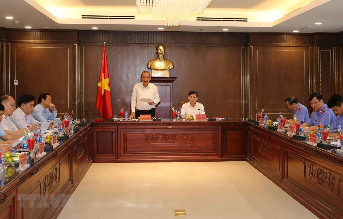 Phó Thủ tướng Thường trực Chính phủ Trương Hòa Bình phát biểu, công bố dự thảo báo cáo. Ảnh: Doãn Tấn - TTXVN
