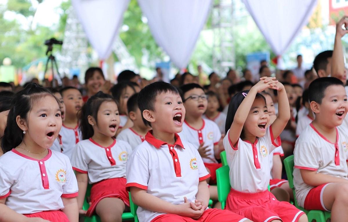 Các em học sinh tại Thanh Hóa hào hứng tham gia chương trình văn nghệ chào mừng Lễ phát động Ngày vi chất dinh dưỡng năm 2019. (Nguồn: Vietnam+)
