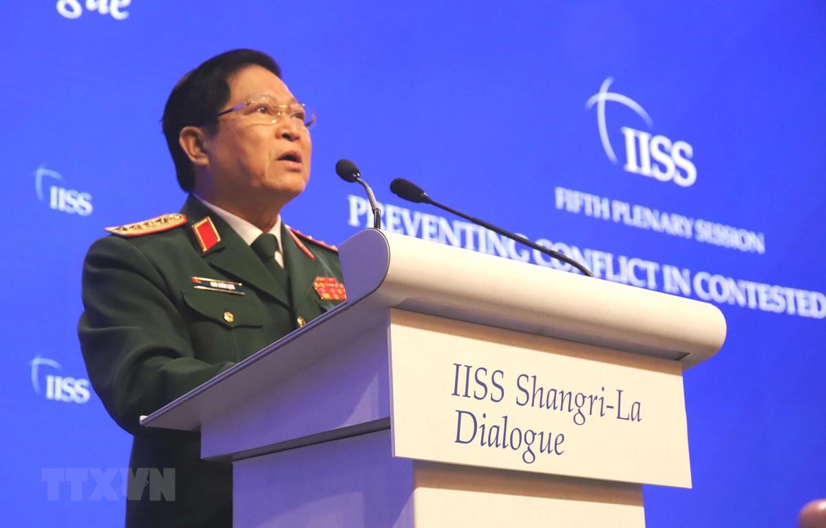 Bộ trưởng Quốc phòng Ngô Xuân Lịch phát biểu tại Đối thoại Shangri-La 2019. (Ảnh: Xuân Vịnh/TTXVN)