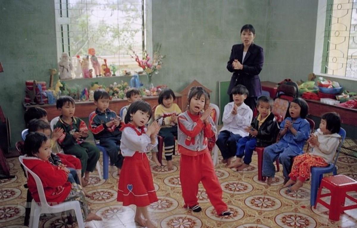Buổi học múa hát của trẻ em huyện đảo Bạch Long Vĩ, thành phố Hải Phòng. (Ảnh: Đình Trân/TTXVN)