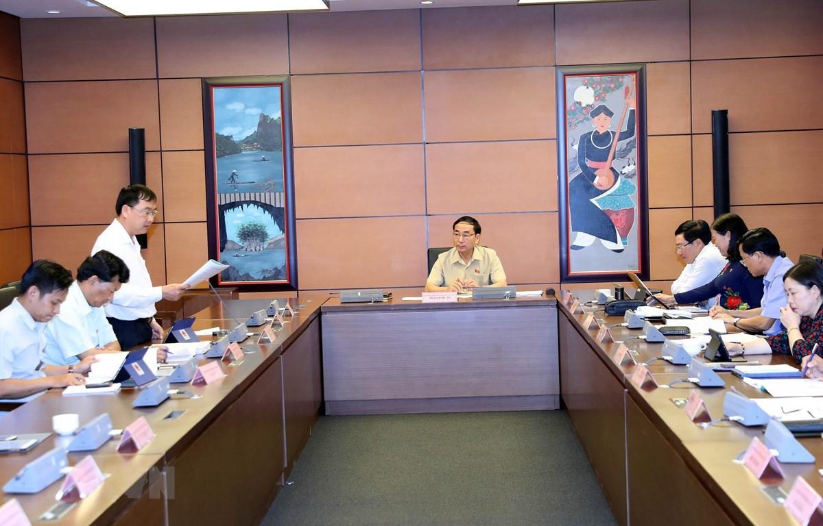 Đại biểu Quốc hội tỉnh Lai Châu Tống Thanh Bình phát biểu. (Ảnh: Trọng Đức/TTXVN)