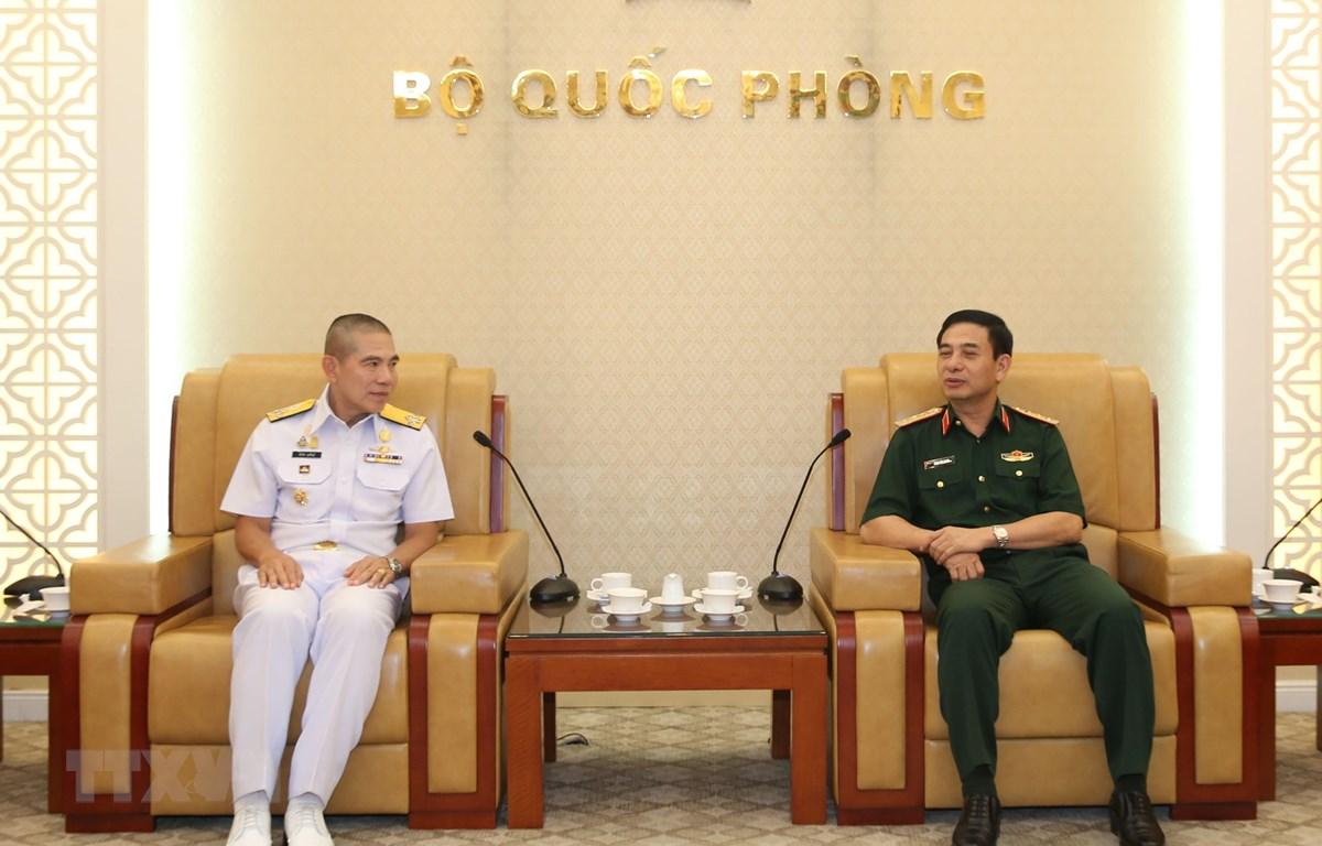 Thượng tướng Phan Văn Giang tiếp Đô đốc Luechai Ruddit. (Ảnh: TTXVN phát)