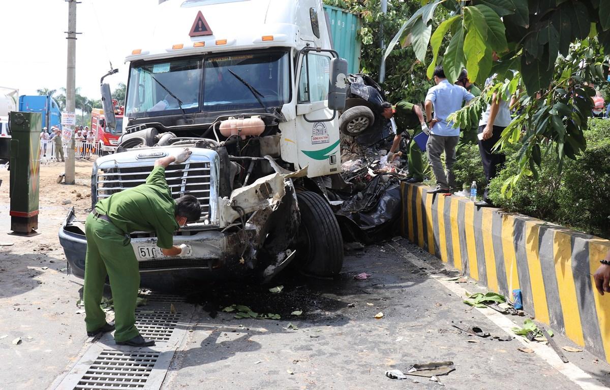Hiện trường vụ tai nạn giao thông. (Ảnh: Lê Đức Hoảnh/TTXVN)