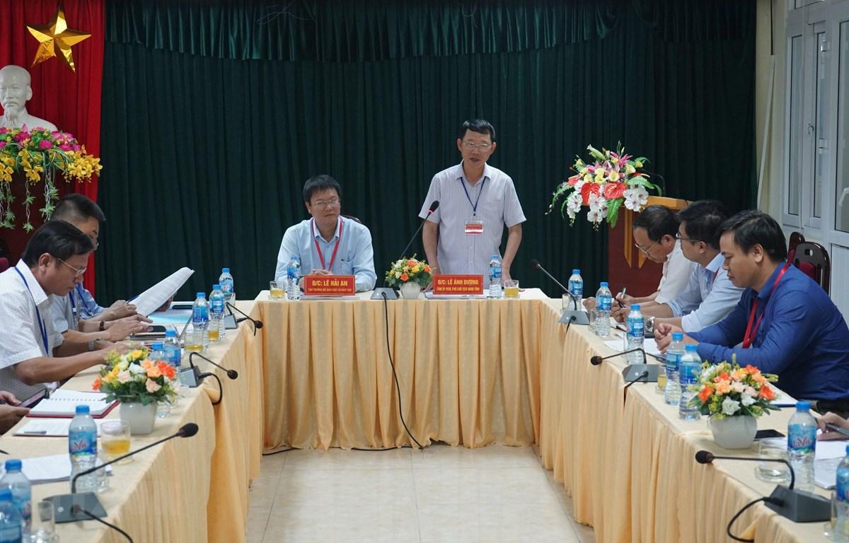 Phó Chủ tịch UBND tỉnh Bắc Giang Lê Ánh Dương, Trưởng Ban chỉ đạo thi THPT quốc gia tỉnh Bắc Giang phát biểu. (Ảnh: Tùng Lâm/TTXVN)