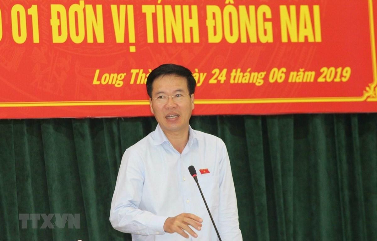 Trưởng Ban Tuyên giáo Trung ương Võ Văn Thưởng tiếp xúc cử tri huyện Long Thành, chiều 24/6. (Ảnh: Sỹ Tuyên/TTXVN)